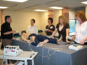 Shaun McGovern teaching with the Laerdal ALS simulator